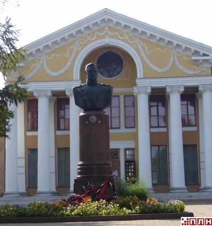 Памятник рокоссовскому в великих