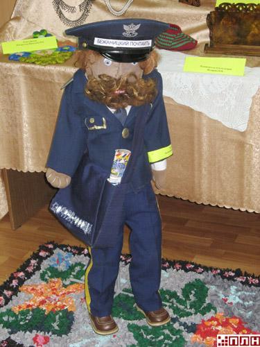 ...представлены изготовленные руками начальника ОПС Поречье Нины Алексеевой украшения и изделия из бисера.