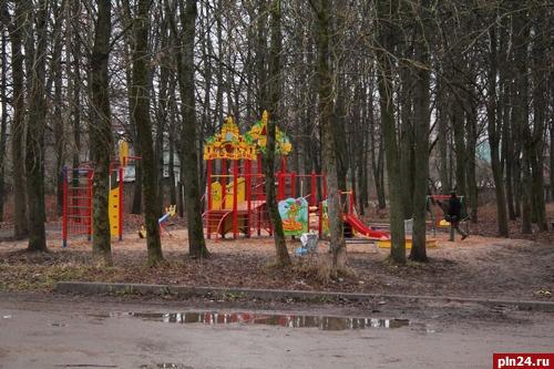 Ни один многоквартирный дом в Пскове не поставил на баланс детские площадки