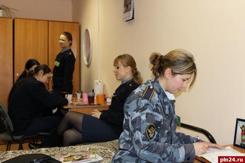 Группа девушек в общежитии