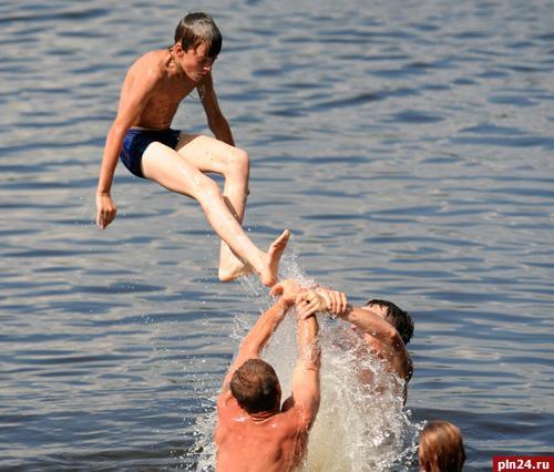 Выходные на озере: куда поехать купаться в Псковской области
