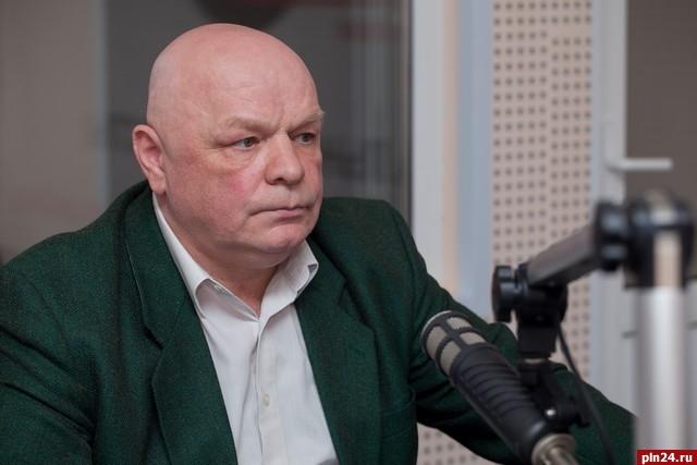 Великолукские коммунисты приняли решение исключить депутата гордумы Максимова из КПРФ
