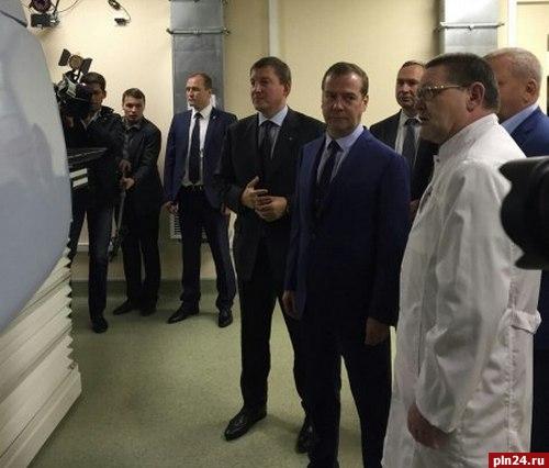 Медведев вПскове осмотрел новый корпус областного онкологического центра