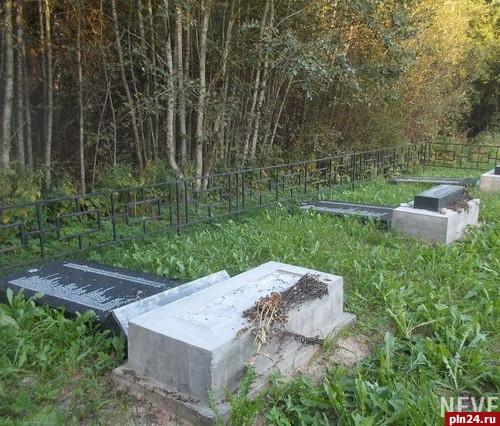 ВПсковской области вандалы разрушили надгробия наеврейском кладбище