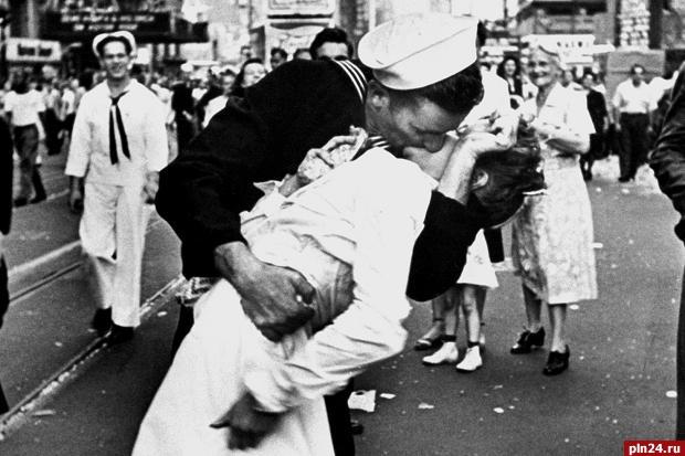 Медсестра из именитого снимка «Поцелуй наТаймс-сквер» скончалась вСША
