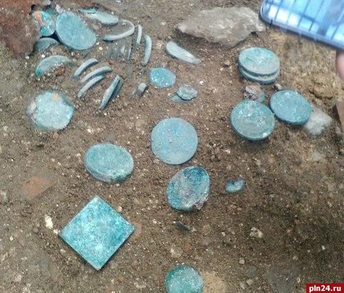 ВПскове отыскали крупнейший стародавний клад