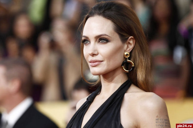 Анджелина Джоли разводится сБрэдом Питтом из-за политических амбиций