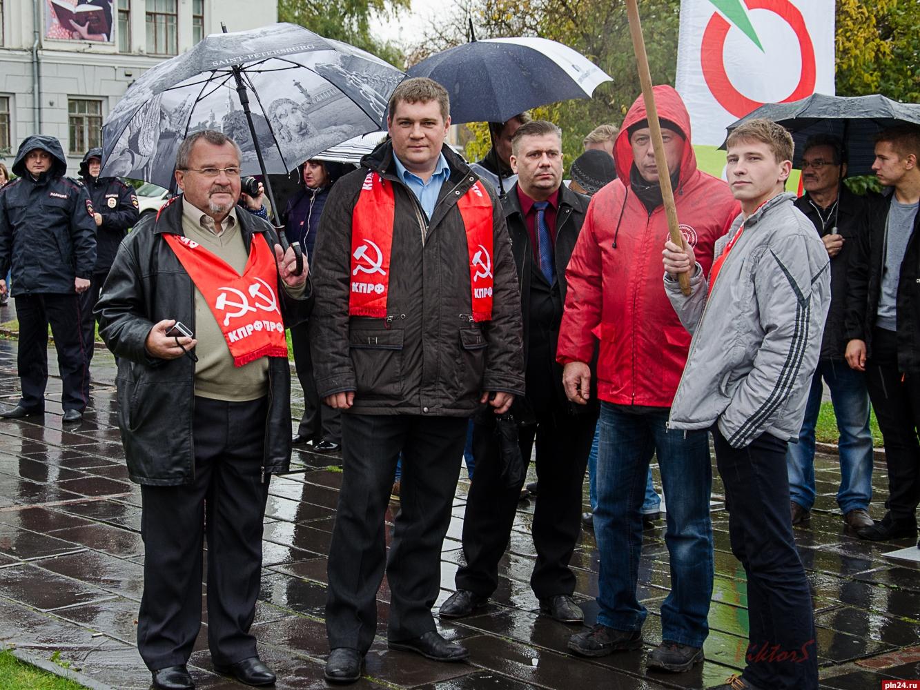 «Задостойный труд»: акция профсоюзов прошла вВолгограде