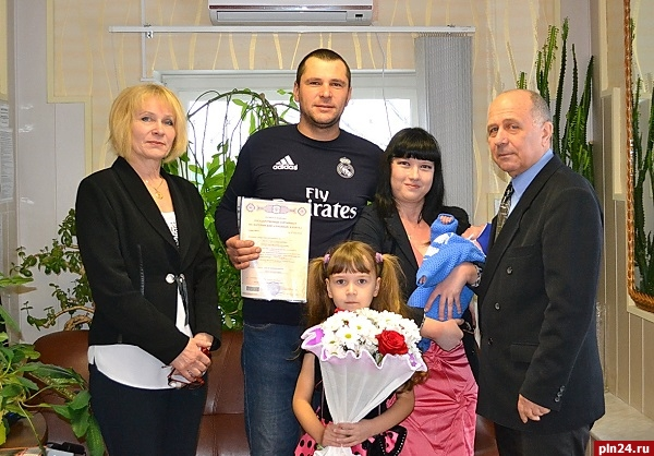 Накануне Дня матери вКоми выдан 50-тысячный сертификат наматеринский капитал