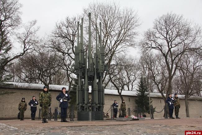 Сталинградцы отмечают День победы в борьбе вгороде наВолге