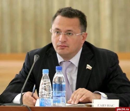 Суд арестовал 3,7 млн долларов насчету прежнего вице-спикера псковского парламента