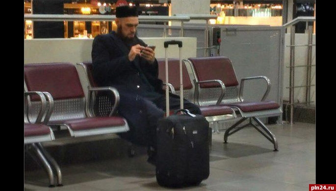 Мужчина сбородой сфотографии изпитерского метро оказался командиром ВДВ