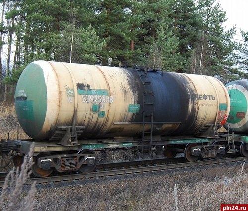 ВПсковской области срельсов сошли 4 цистерны смазутом
