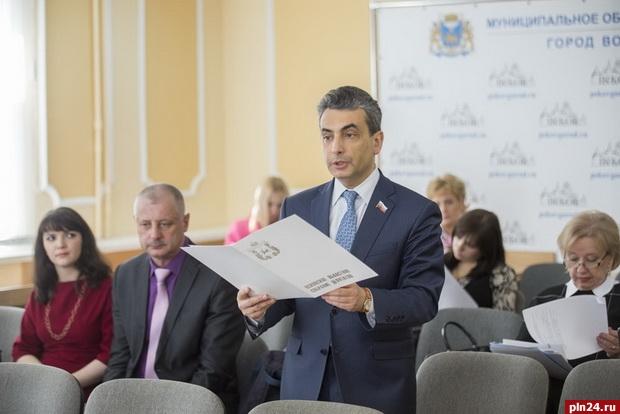 «Яблоко» продолжает сбор подписей за возвращение прямых выборов мэров Пскова и Великих Лук