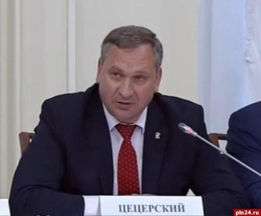 Владимир Путин поддержал просьбу Ивана Цецерского ускорить передачу муниципалитетам земли военных городков