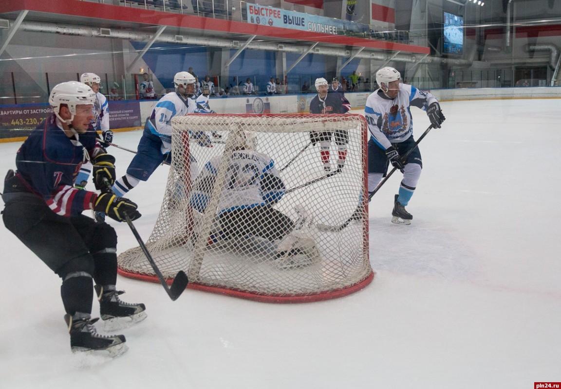 Команда областной администрации проиграла «ВДВ-Купол» нахоккейном турнире вПскове