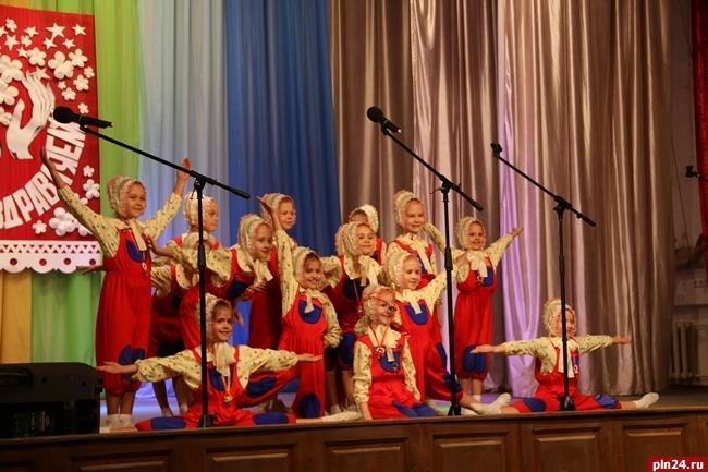 ВСызрани сегодня наградили 65 воспитателей иработников детских садов
