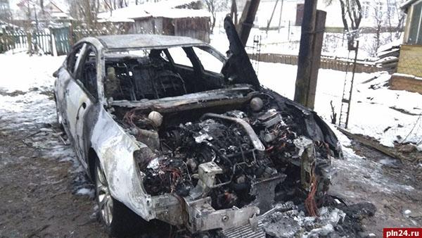 ВПскове сгорела машина руководителя штаба Собчак