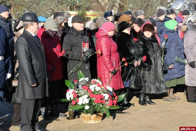 Командующий ВДВ почтил память десантников легендарной шестой роты