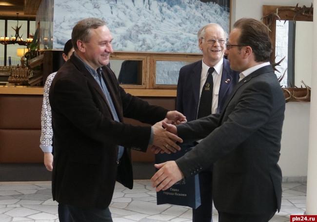 Мэр Пскова пожаловался, что господь запрещает «стереть пиндосов слица земли»