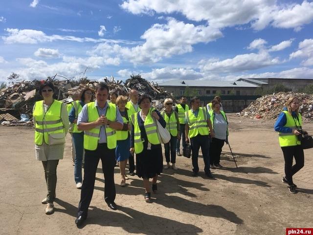 Участники форума «Экология и ЖКХ» узнали, как в Пскове сортируется мусор