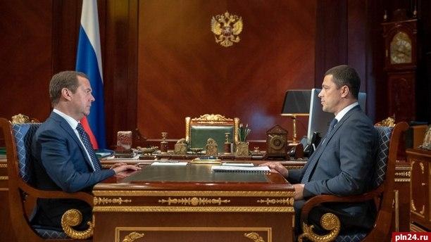 Руководитель Псковской области встретился сМедведевым