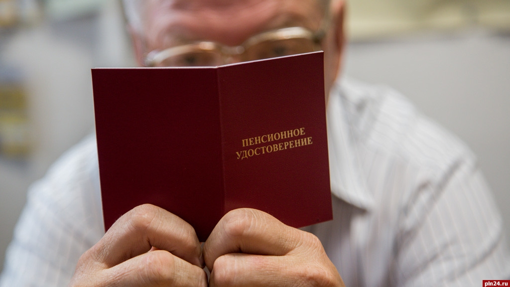 Работающим пенсионерам поднимут пенсию