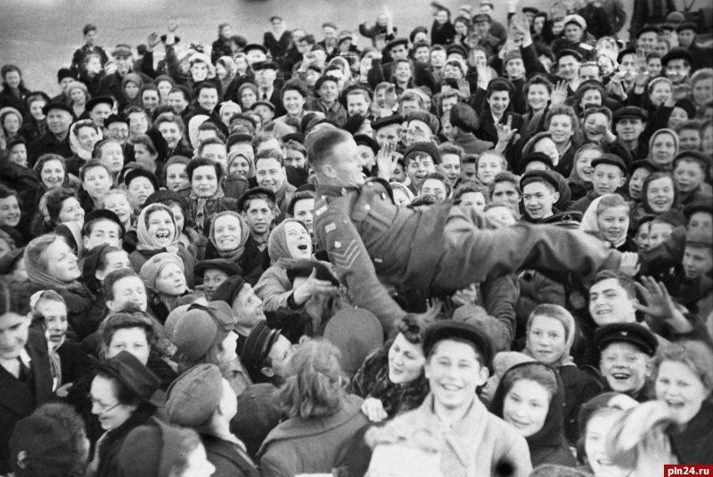 9 мая 1945 года. День Победы!   536x800