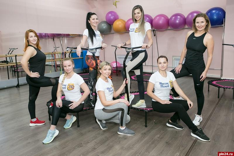 Участницы конкурса «Миссис Псков 2020» напрыгались