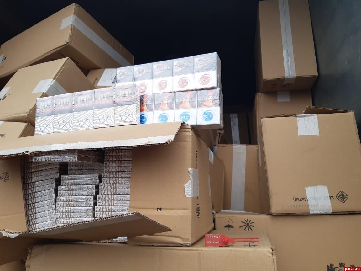 псковские пограничники пресекли попытку контрабанды 70 тысяч пачек табачных изделий