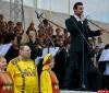 Псковичи присоединились к тысячному хору и стоя спели «День Победы»