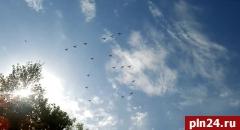 Внимание псковичей привлекла тренировка самолетов. ВИДЕО