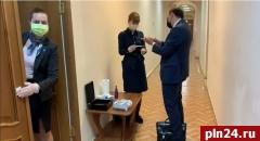 В администрации Псковской области обрабатывают помещения перед совещаниями. ВИДЕО