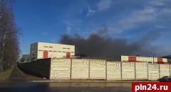 Глава Великих Лук прокомментировал масштабное возгорание на заводе