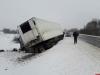 Две фуры из Латвии съехали в кювет на трассе в Псковской области