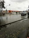 Фотофакт: Выкачанную на проспекте Энтузиастов воду сливают на Текстильную