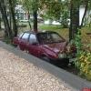 Псковского автомобилиста, припарковавшегося на зеленой зоне, «замуровали». ФОТО