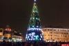 На главной новогодней ели Пскова торжественно зажгли огни. ФОТО