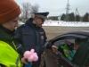 В Псковской области 7 и 8 марта Госавтоинспекция дарила женщинам-водителям цветы, открытки, шоколад и стихи