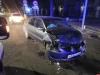 «Лада» опрокинулась после столкновения с «Мицубиси» на Октябрьском проспекте Пскова. ФОТО
