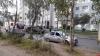 Пьяный водитель въехал в столб на улице Новоселов в Пскове. ФОТО