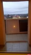 Псковичи из восемнадцатиэтажки на Михайловской жалуются о сквозняке из-за выбитых окон и дверей