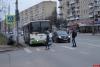 На пешеходном переходе на Рижском проспекте в Пскове устанавливают светофор. ФОТО