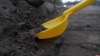 Сколько килограммов грязи на псковских дорогах, выяснили активисты «Убитых дорог». ВИДЕО