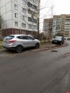 Фотофакт: «Гении» дворовой парковки