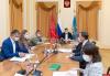Работа на стройплощадках инфекционной больницы в Псковской области ведется в три смены