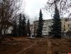 Бульдозер повредил корни деревьев в сквере Кикоина в Пскове