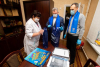 Волонтеры передали в Великолукскую детскую больницу развивающие игры