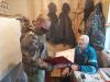 В Пскове росгвардейцы вручили подарки ветерану войск правопорядка