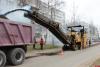 Фрезерование проезжей части идет на улице Алтаева в Пскове